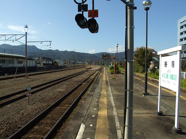寄居駅の八高線時刻表。優等列車が無い分、石見津田より本数少ないじゃんf(^ー^;